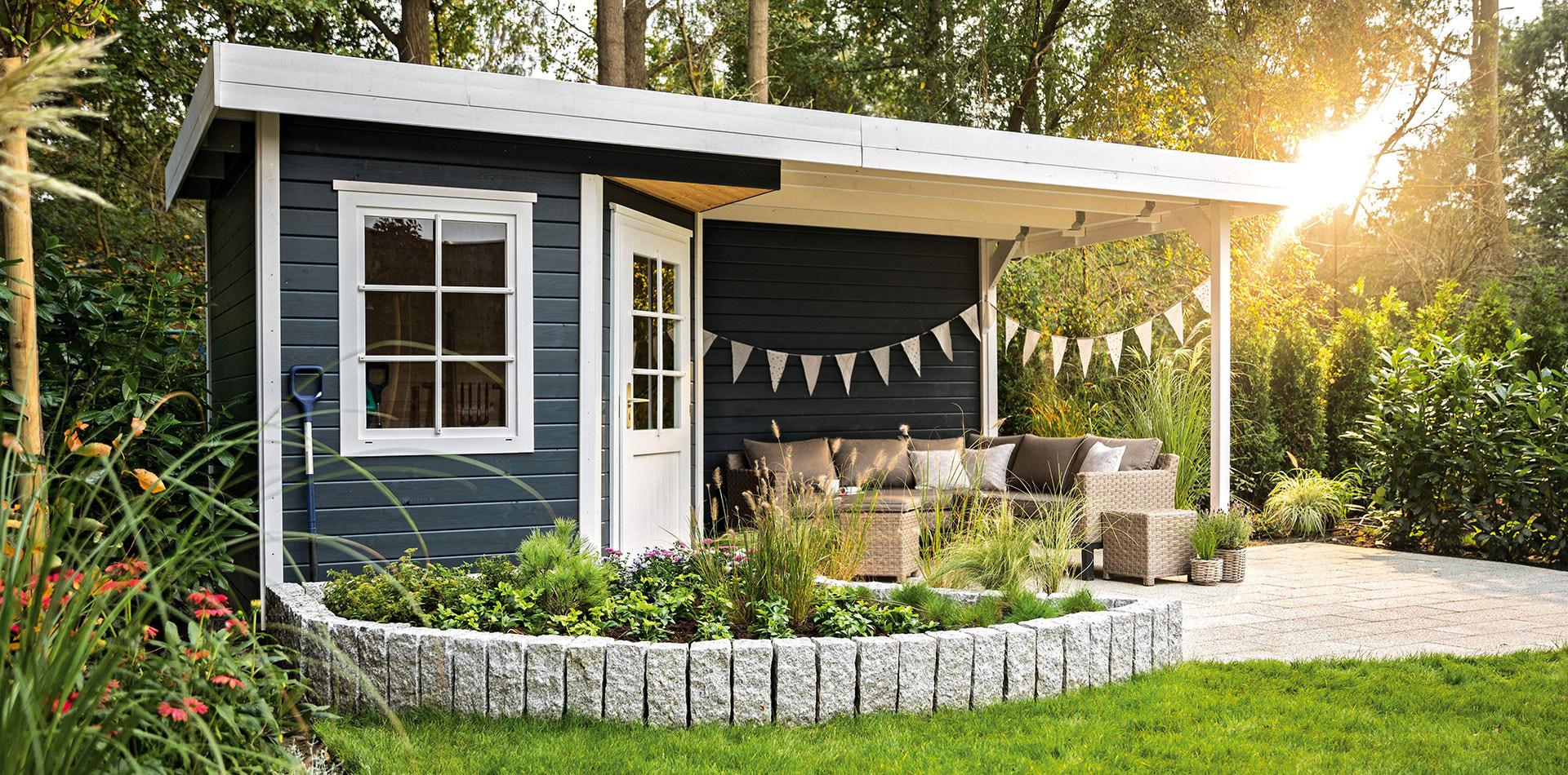 Flachdach Gartenhaus mit Loungeecke in Anthrazit